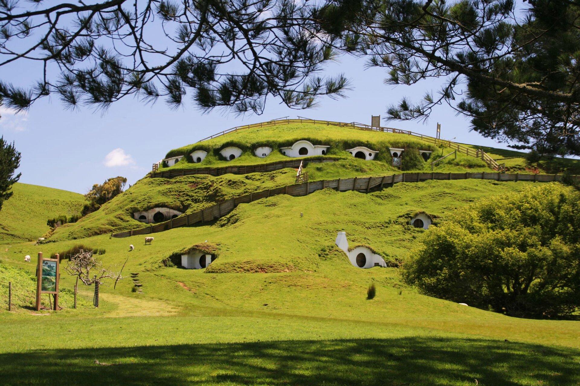 """Plan zdjęciowy filmu""""Władca Pierścieni""""wNowej Zelandii Plan zdjęciowy filmu""""Władca Pierścieni""""wNowej Zelandii Źródło: Rob Chandler, licencja: CC BY-SA 2.0."""