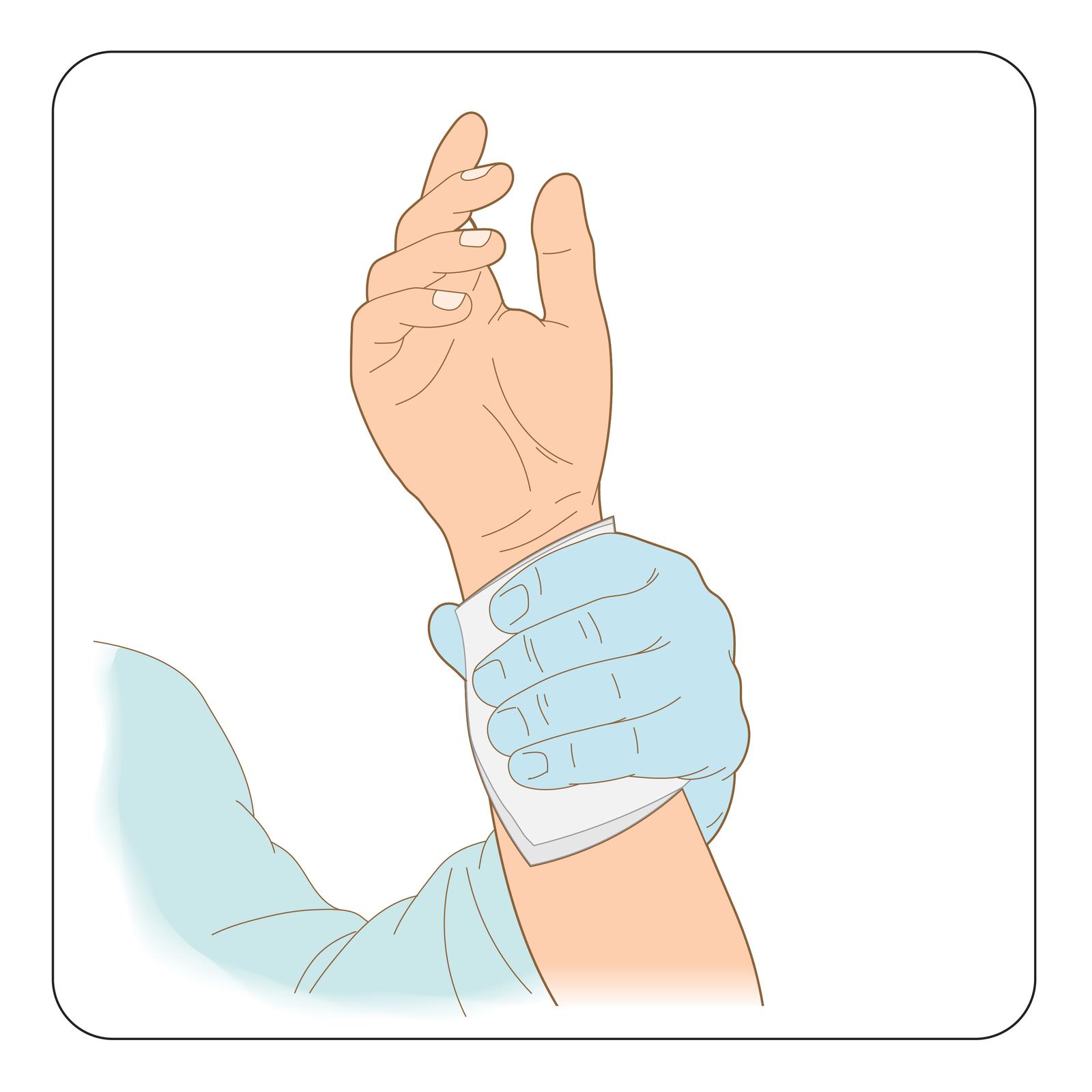 Ilustracja przedstawia sposób przytrzymania zranionego miejsca zopatrunkiem. Prawa ręka poszkodowanego uniesiona wgórę, wnętrze otwartej dłoni skierowane wstronę obserwatora. Lewa dłoń sanitariusza wgumowej rękawiczce przytrzymuje jałową gazę na miejscu zranienia obejmując nadgarstek poszkodowanego. Opatrunek zgazy obejmuje całą jedną stronę nadgarstka ima rozmiar minimalnie większy od szerokości dłoni sanitariusza.