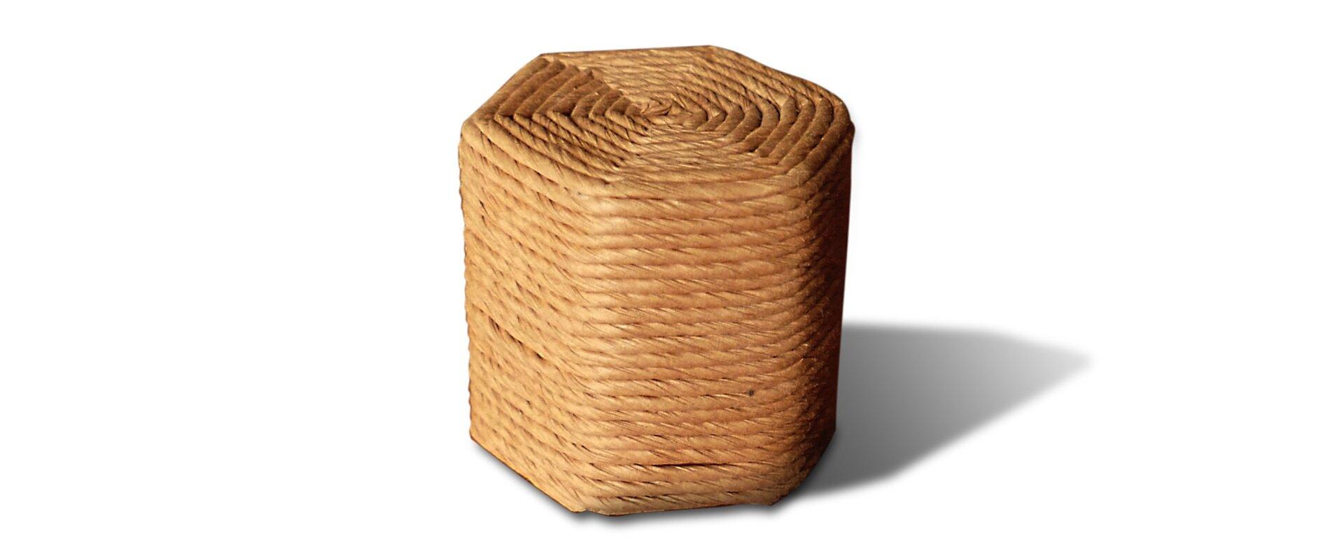 Rysunek bryły wkształcie graniastosłupa sześciokątnego.