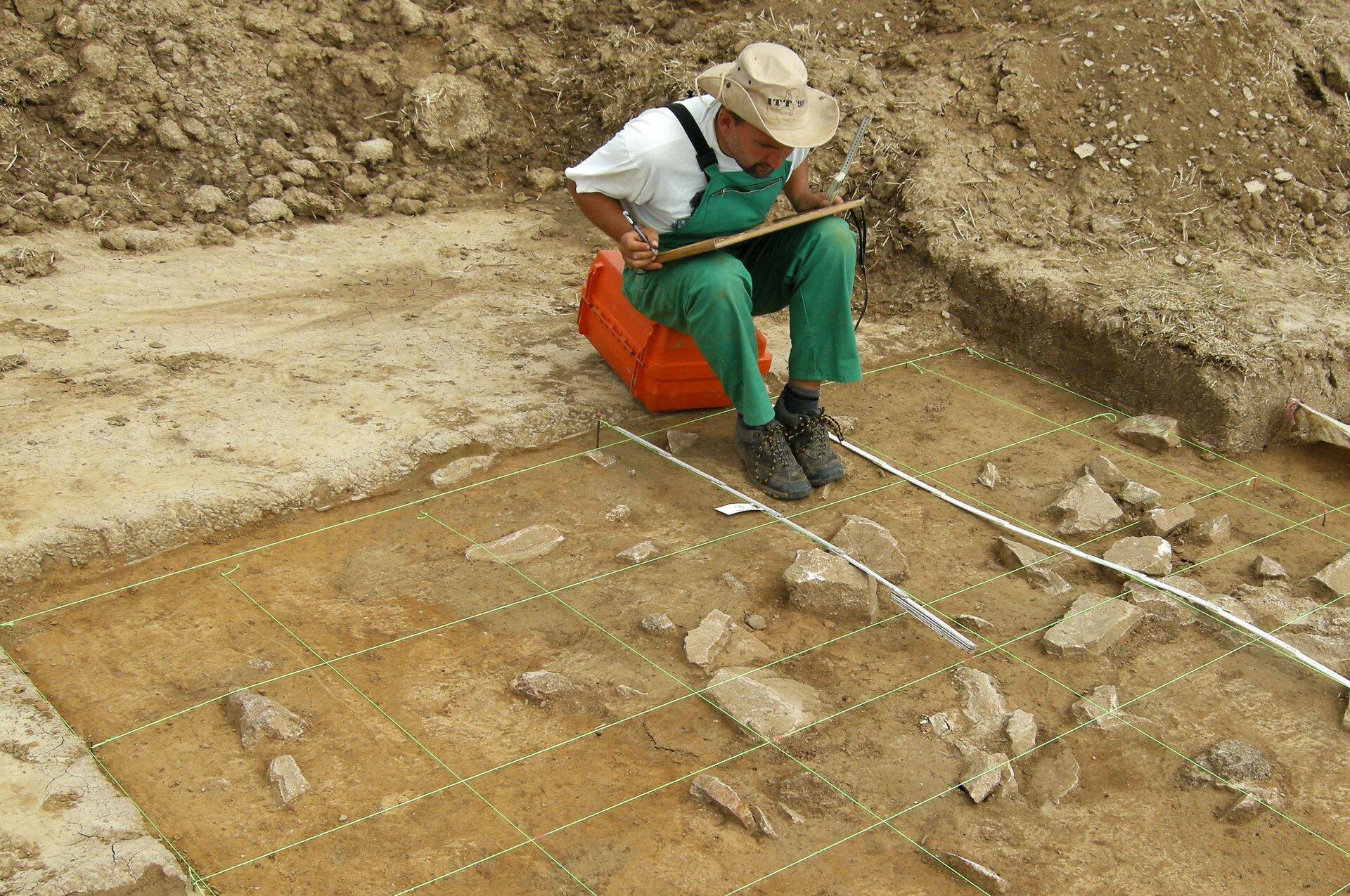 Praca archeologa Praca archeologa Źródło: Akinne, Wikimedia Commons, licencja: CC BY-SA 3.0.