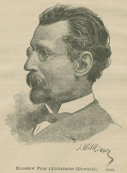 Ilustracja przedstawiająca portret Bolesława Prusa. Mężczyzna ma głowę zwróconą wlewą stronę, dłuższe włosy zaczesane do tyłu, małe druciane okularki na nosie, wąsy oraz małą brodę. Ubrany jest welegancki garnitur oraz muszkę.