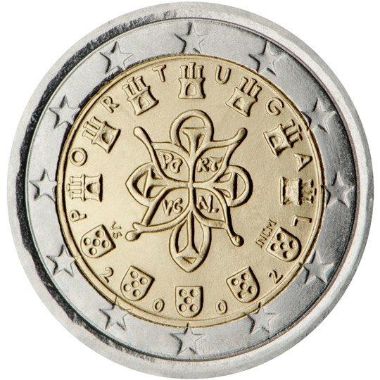 Ilustracja przedstawia rewers monety. Po środku koniczyna iotaczające ją różne symbole. Pod spodem data dwa tysiące dwa. Wszystko otacza dwanaście gwiazd.