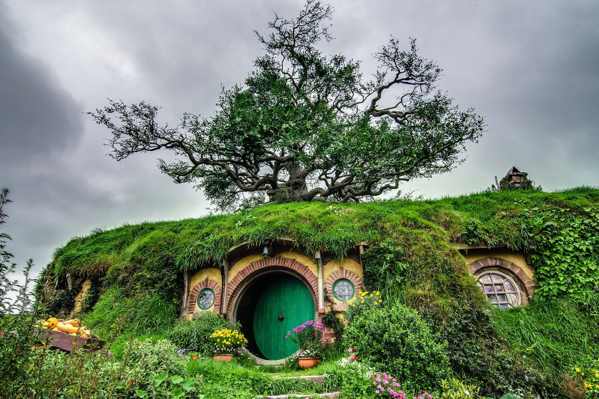 """Dom Bilba Bagginsa na planie filmu""""Władca Pierścieni"""" Dom Bilba Bagginsa na planie filmu""""Władca Pierścieni"""" Źródło: Tom Hall, licencja: CC BY-SA 2.0."""