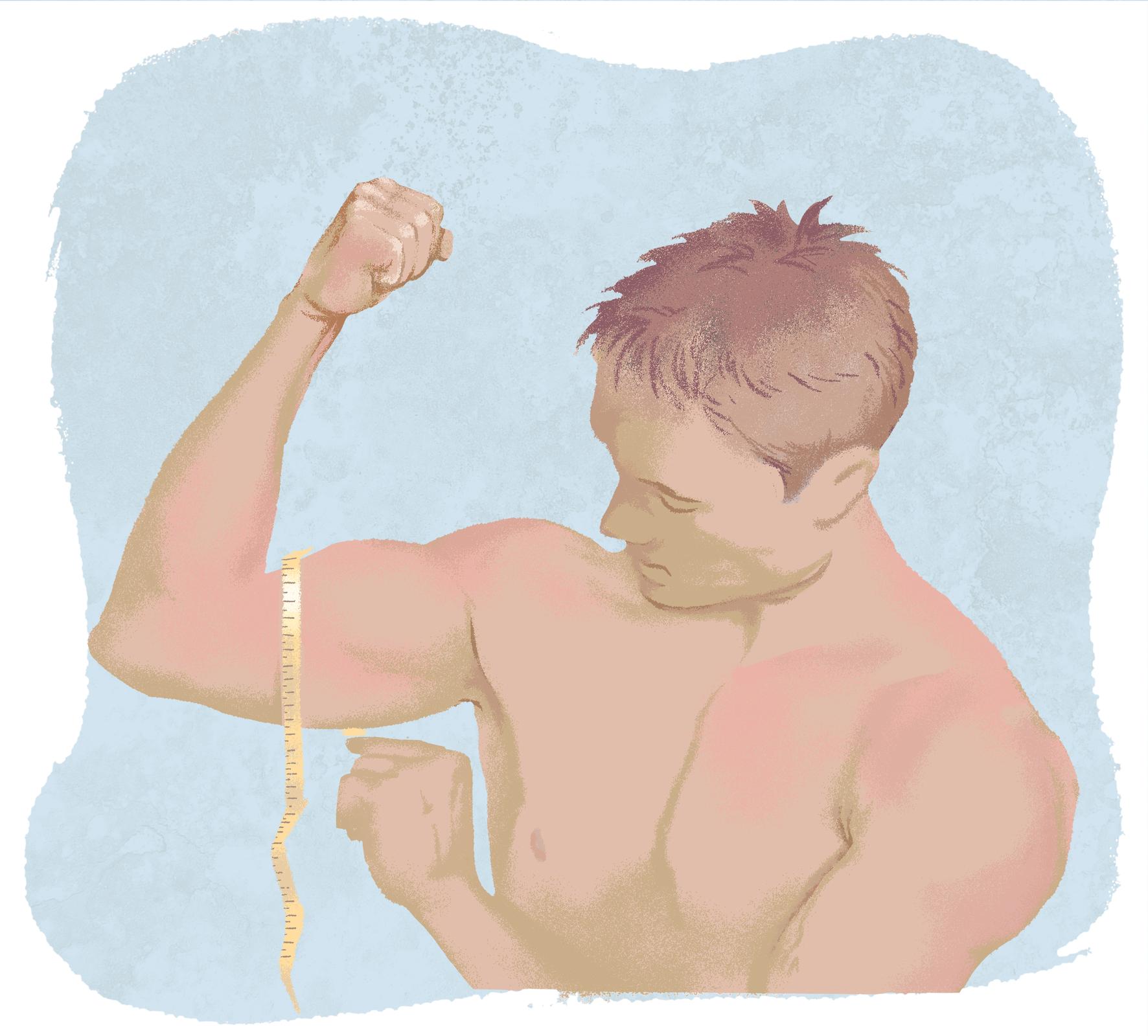 Młody półnagi mężczyzna mierzy obwód bicepsu. Prawą rękę ma uniesioną, biceps napięty. Na bicepsie owinięty centymetr krawiecki.