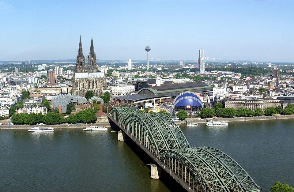 Panorama miasta Źródło: Raimond Spekking, Panorama miasta, 2006, licencja: CC BY-SA 4.0.