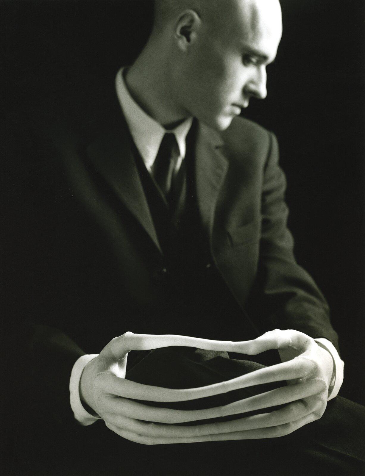Autoportret Źródło: Javier Pérez, Autoportret, 1996, fotografia, licencja: CC BY-SA 3.0.