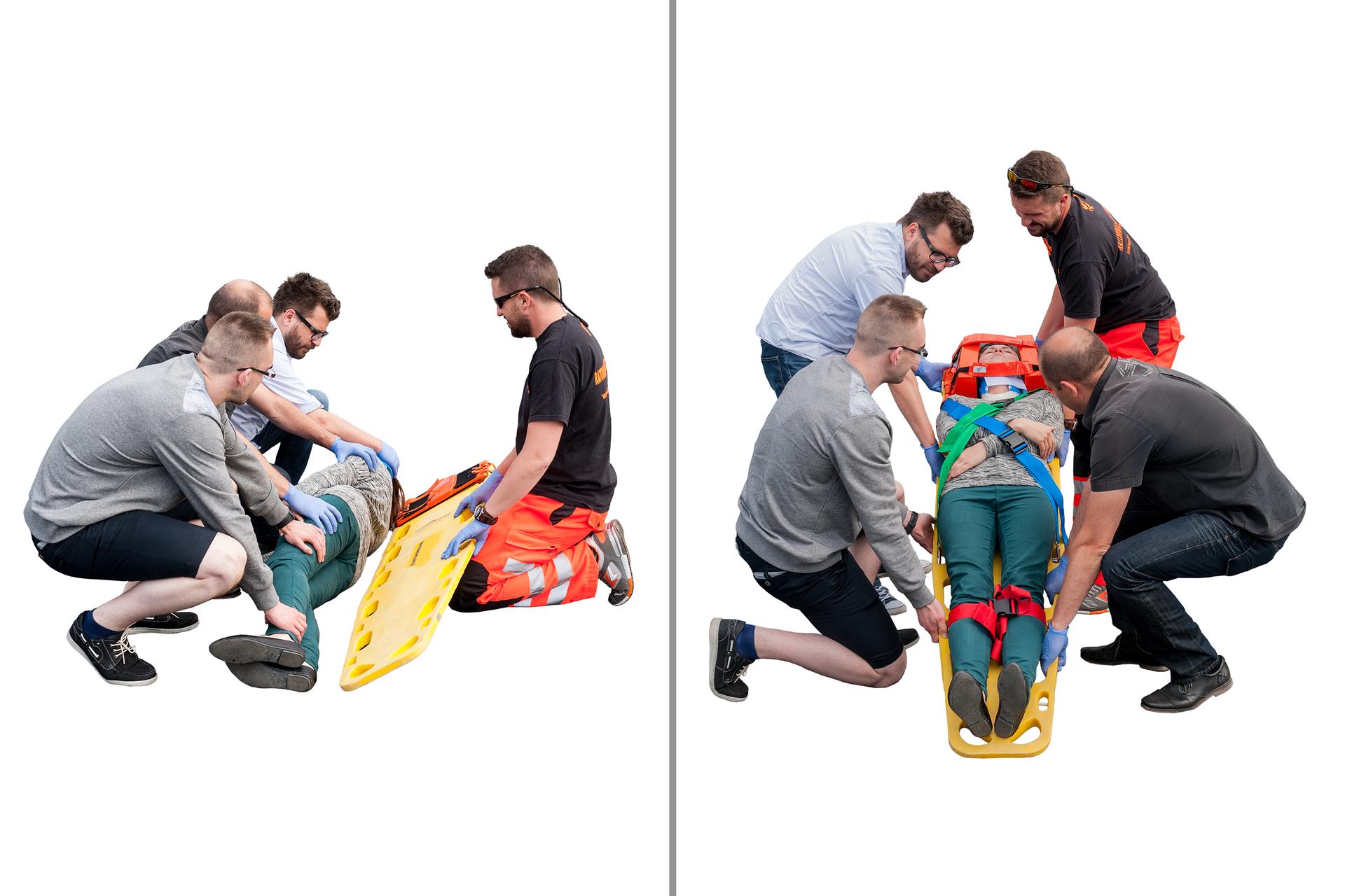 Galeria składa się zdziesięciu plansz przedstawiających sposoby przenoszenia poszkodowanego poza strefę zagrożenia. Na ilustracji numer dziesięć prezentowane są dwa zdjęcia zukładania poszkodowanej na desce ortopedycznej. Ratownik ubrany wpomarańczowe spodnie zodblaskowymi pasami wokół kolan oraz trzech innych mężczyzn przygotowują do transportu nieprzytomną kobietę. Na zdjęciu po lewej stronie ratownik przytrzymuje deskę do wsunięcia ją pod plecy poszkodowanej, atrzech mężczyzn przytrzymuje jej ciało na prawym boku. Na zdjęciu po prawej stronie poszkodowana leży na desce unieruchomiona pasami, wkołnierzu ortopedycznym izrękami skrzyżowanymi na brzuchu. Ratownicy trzymają uchwyty deski po dwóch zkażdej strony iprzygotowują się do wstania zmiejsca.