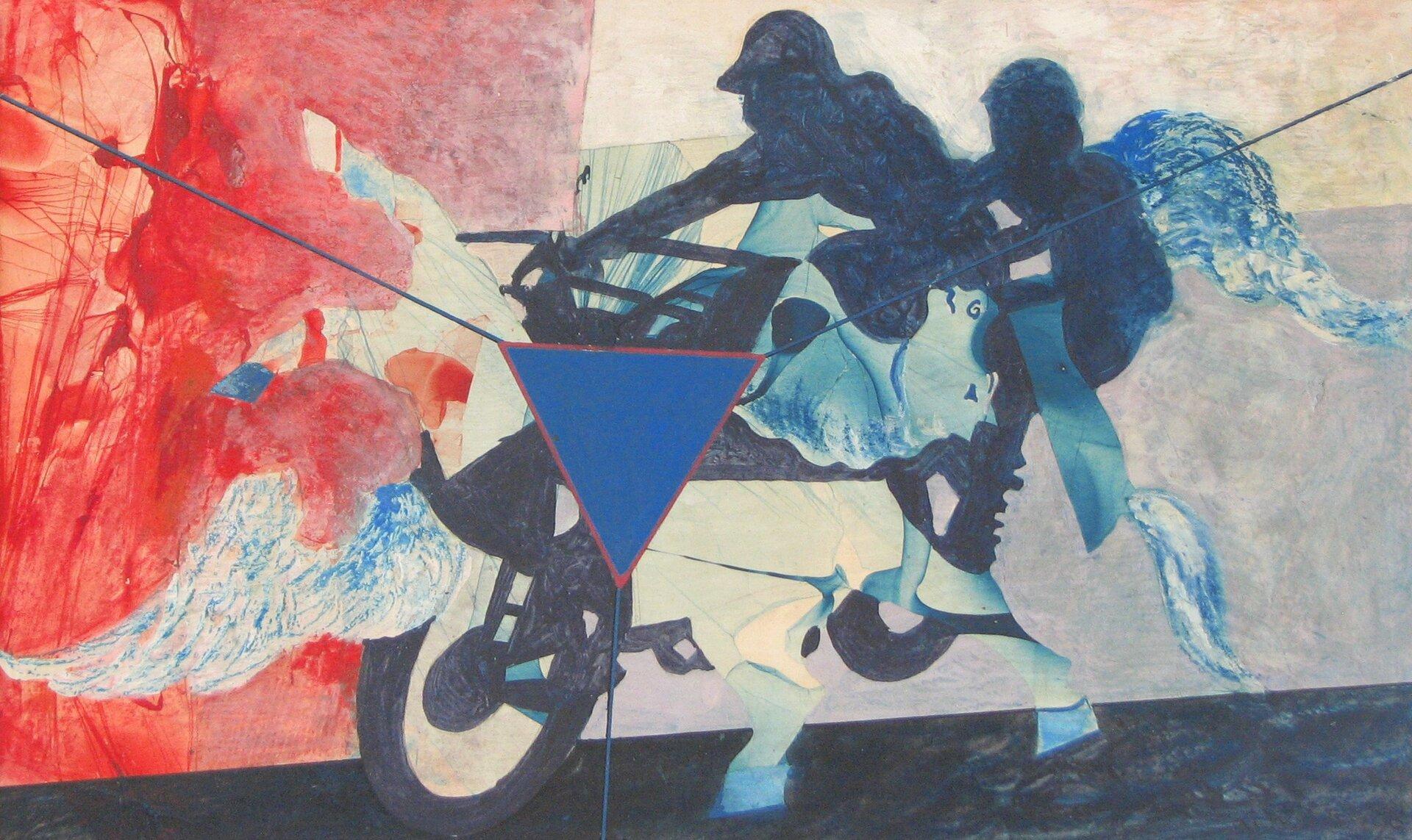 """Ilustracja przedstawia obraz """"Pirat"""" autorstwa Lecha Wolskiego. Dzieło ukazuje dynamiczną kompozycję, przedstawiającą dwie jadąca na motorze postaci. Postacie namalowane są sylwetowo, stanowią ciemną plamę. Zupełnie inaczej potraktowany jest motor – zjego sylwetki wyłaniają się organiczne elementy wpostaci głowy konia, kopyt, skrzydeł. Ukazują się one bezwładnie zróżnych części pojazdu. Tło kompozycji potraktowane jest syntetycznie. Dół stanowi ciemna, płasko namalowana, skośna droga. Drugi plan za postaciami podzielony jest na czerwoną płaszczyznę po lewej stronie obrazu ijasno-szarą płaszczyznę po prawej. Tło malowane jest szybko, przecierkowo. Wcentrum obrazu, na pierwszym planie umieszczony jest niebieski trójkąt zczerwonym konturem. Zkażdego rogu trójkąta rysuje się linia wkierunku brzegów obrazu. Kompozycja wykonana jest wchłodnej, niebiesko-szaro-czerwonej tonacji. Dzieło namalowane jest techniką akrylu."""