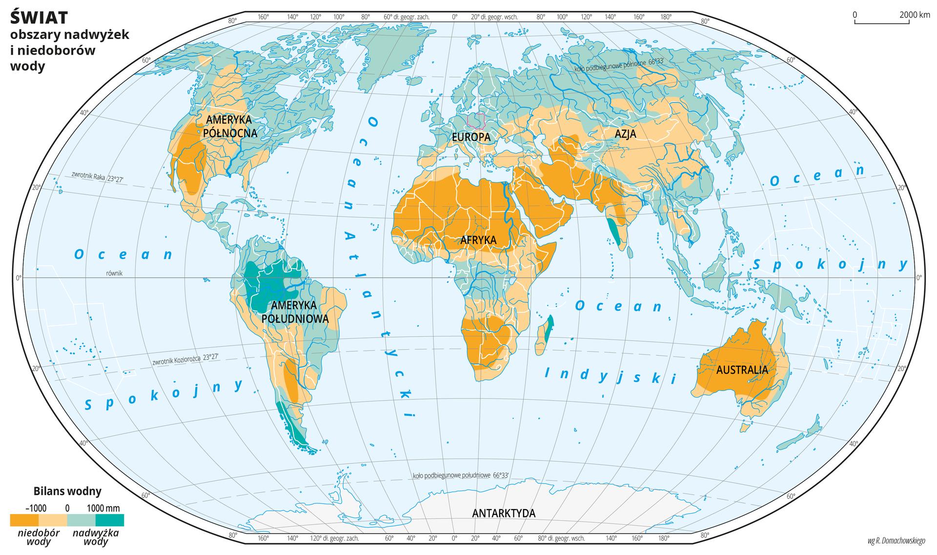 Ilustracja przedstawia mapę świata. Wody zaznaczono kolorem jasnoniebieskim. Na mapie za pomocą kolorów przedstawiono obszary nadwyżek (zielononiebieski) iniedoborów wody (pomarańczowy). Kolor jasno- iciemnopomarańczowy obejmuje obszary położone wzdłuż zwrotników, kolor zielononiebieski jaśniejszy pozostałe obszary, akolorem zielononiebieskim ciemnym przedstawiono obszary położone wzdłuż równika wAmeryce Południowej ipołudniową część Chile. Mapa pokryta jest równoleżnikami ipołudnikami. Dookoła mapy wbiałej ramce opisano współrzędne geograficzne co dwadzieścia stopni.Po lewej stronie mapy narysowano prostokąt podzielony na cztery części. Kolorem ciemnopomarańczowym oznaczono obszary, na których niedobór wody wynosi poniżej tysiąca milimetrów, kolorem jasnopomarańczowym – obszary, na których niedobór wody wynosi od zera do tysiąca milimetrów. Kolorem zielononiebieskim jasnym oznaczono obszary ododatnim bilansie wodnym od zera do tysiąca milimetrów, akolorem zielononiebieskim ciemnym obszary, na których nadwyżka wody wynosi powyżej tysiąca milimetrów.
