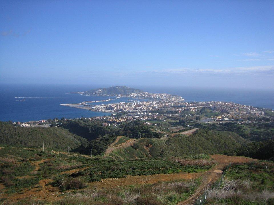 Ceuta – widok współczesny portu nad Morzem Śródziemnym Ceuta – widok współczesny portu nad Morzem Śródziemnym Źródło: kainita, Wikimedia Commons, licencja: CC BY-SA 2.0.
