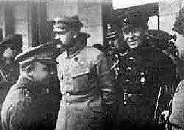 Spotkanie Józefa Piłsudskiego zSymonem Petlurą wKijowie Spotkanie Józefa Piłsudskiego zSymonem Petlurą wKijowie Źródło: domena publiczna.