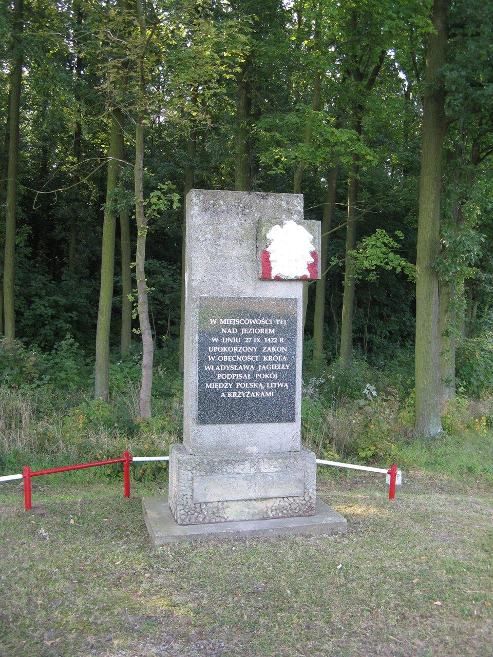 Pomnik zawarcia pokoju mełneńskiego wMełnie Obelisk wMełnie, upamiętniający podpisanie pokoju mełneńskiego. Źródło: Pomnik zawarcia pokoju mełneńskiego wMełnie, 1966, domena publiczna.