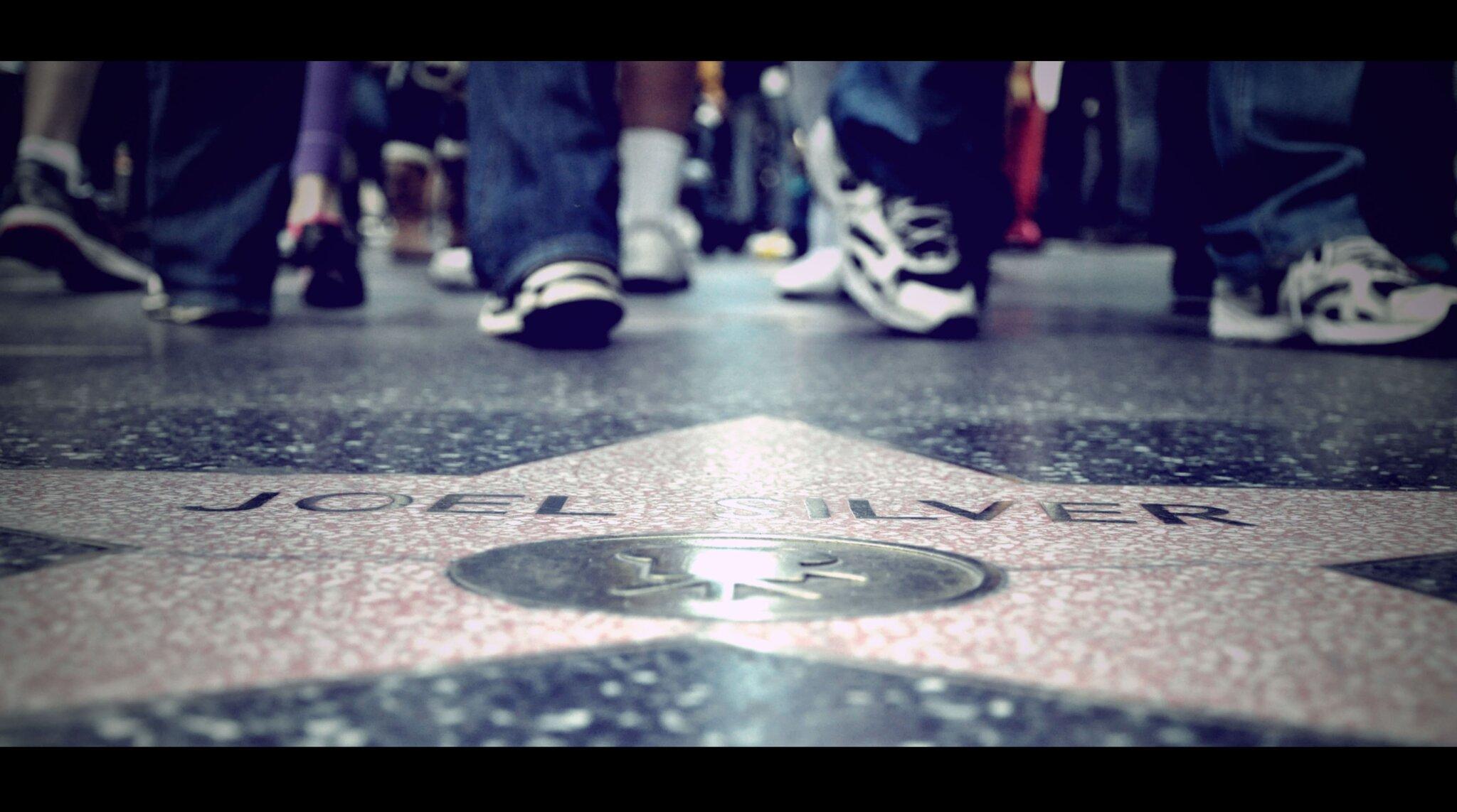 Aleja Gwiazd (Hollywood Walk of Fame). Chodnik zponad 2400 gwiazd, upamiętniających znane osobistości świata show-biznesu. Źródło: Alexis Fam, Aleja Gwiazd (Hollywood Walk of Fame). Chodnik zponad 2400 gwiazd, upamiętniających znane osobistości świata show-biznesu., licencja: CC BY 2.0.