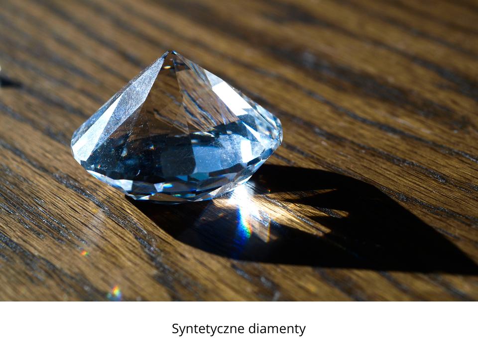 Zdjęcie przedstawiające syntetyczny diament.
