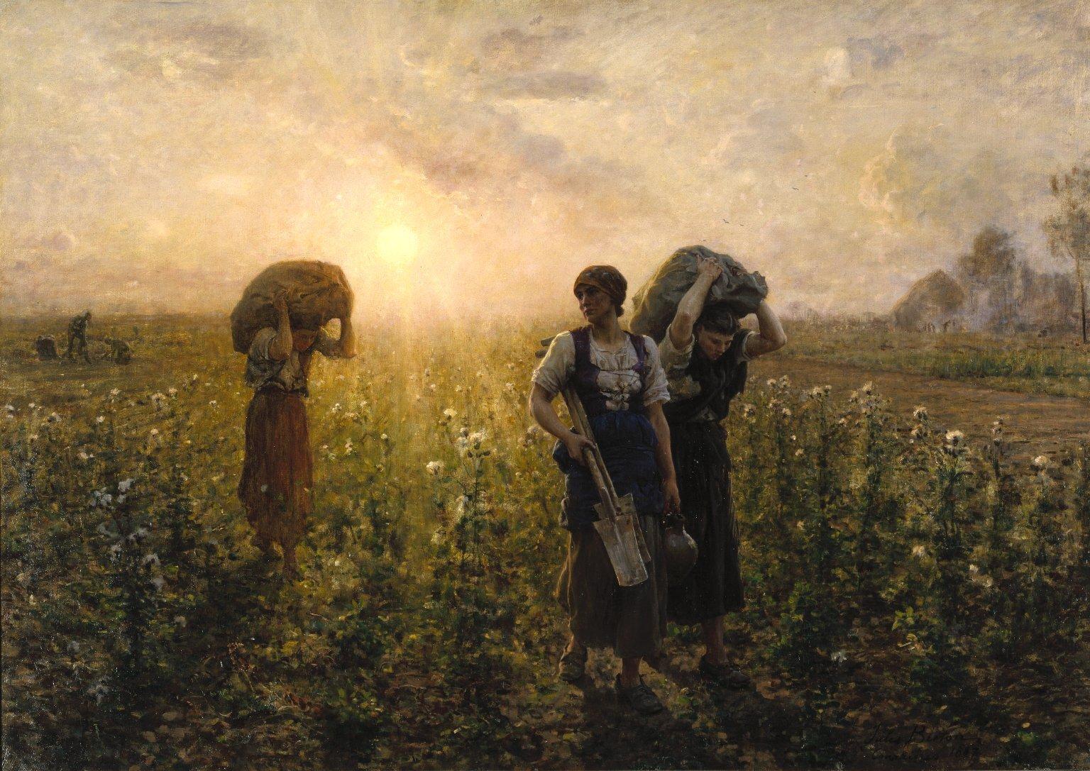 Obraz przedstawia trzy kobiety na polu.Jedna znich niesie łopaty, dwie na ramiona zarzucone mają worki. Wtle widać zachodzące słońce isylwetkę pracującej jeszcze postaci.