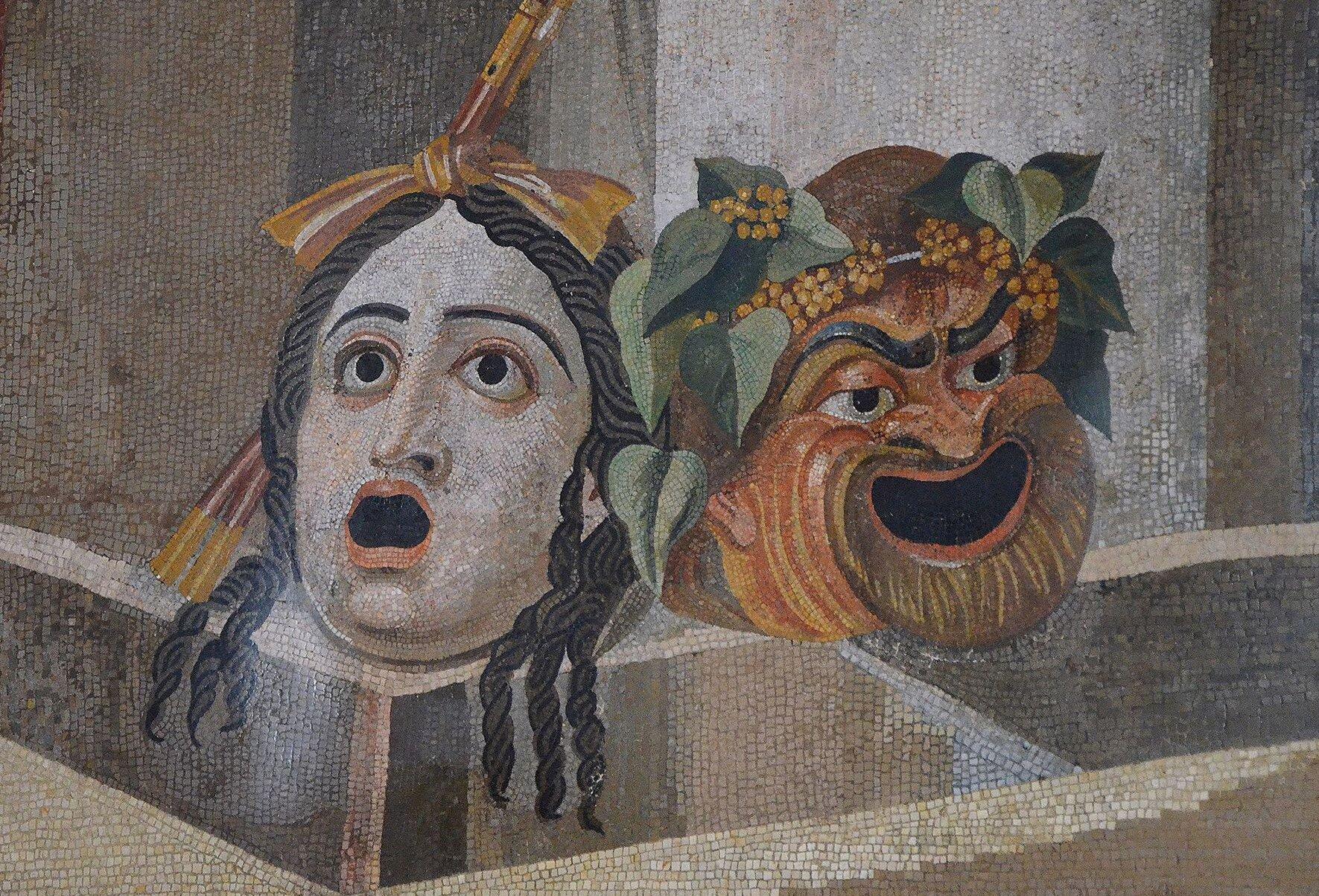 Starożytna mozaika przedstawiająca maski teatralne: Tragedii iKomedii Starożytna mozaika przedstawiająca maski teatralne: Tragedii iKomedii Źródło: Carole Raddato, II w. n.e., Muzea Watykańskie, licencja: CC BY-SA 2.0.