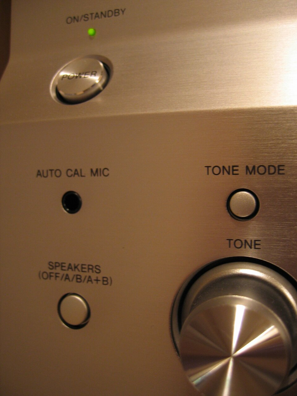 Fotografia przedstawia urządzenie elektryczne wtrybie czuwania - standby.