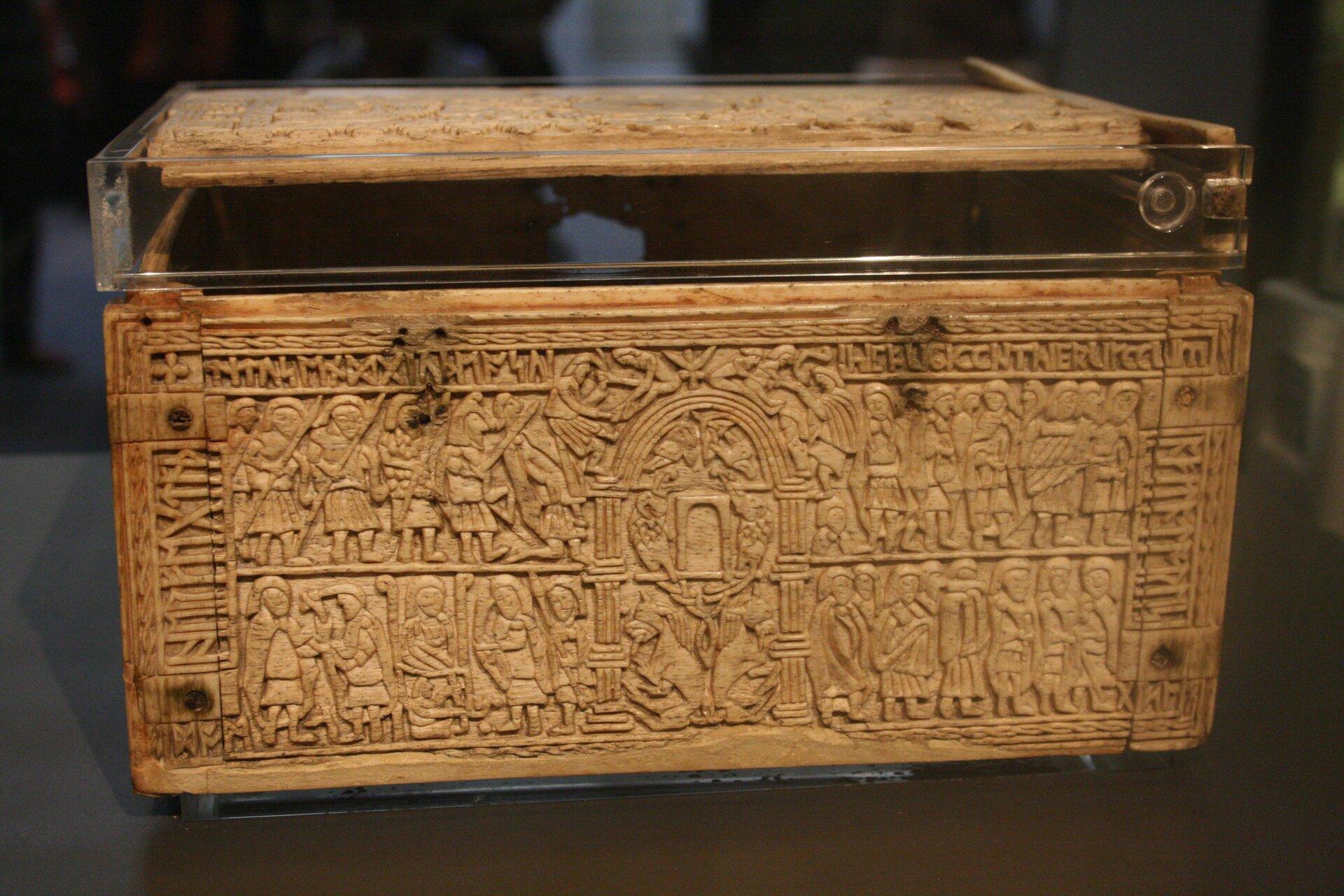 Szkatułka anglosaska zVIII wieku Szkatułka anglosaska zVIII wieku Źródło: Michel wal, Muzeum Brytyjskie, licencja: CC BY-SA 3.0.