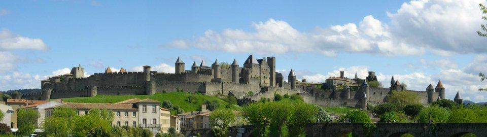 Panorama Carcassonne Źródło: Jondu11, Panorama Carcassonne , Fotografia, domena publiczna.