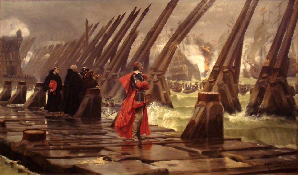 KardynałRichelieu podczas oblężenie miasta La Rochelle w1628 r. Była to główna twierdza, azarazem port morski, przyznana hugenotom francuskim na mocy edyktu nantejskiego, jako tzw. miejsce bezpieczeństwa, tzn. miejsce, gdzie stacjonowały hugenockie siły zbrojne igdzie jurysdykcja królewska była ograniczona. Budując zwarte ipodporządkowane woli władcy państwo, pierwsi ministrowie chcieli zlikwidować ten element niezależny ipodatny na współpracę zsiłami przeciwnymi królowi (także zagranicznymi, np. Anglią czy Holandią). Królewscy inżynierowie, aby zdobyć dobrze ufortyfikowane miasto, otoczyli je pierścieniem umocnień inie dopuszczali pomocy zewnętrznej. Na obrazie widać walki od strony morza, skąd pomocy chciał dostarczyć król Anglii. KardynałRichelieu podczas oblężenie miasta La Rochelle w1628 r. Była to główna twierdza, azarazem port morski, przyznana hugenotom francuskim na mocy edyktu nantejskiego, jako tzw. miejsce bezpieczeństwa, tzn. miejsce, gdzie stacjonowały hugenockie siły zbrojne igdzie jurysdykcja królewska była ograniczona. Budując zwarte ipodporządkowane woli władcy państwo, pierwsi ministrowie chcieli zlikwidować ten element niezależny ipodatny na współpracę zsiłami przeciwnymi królowi (także zagranicznymi, np. Anglią czy Holandią). Królewscy inżynierowie, aby zdobyć dobrze ufortyfikowane miasto, otoczyli je pierścieniem umocnień inie dopuszczali pomocy zewnętrznej. Na obrazie widać walki od strony morza, skąd pomocy chciał dostarczyć król Anglii. Źródło: Henri-Paul Motte, 1881, Musée d'Orbigny Bernon, domena publiczna.