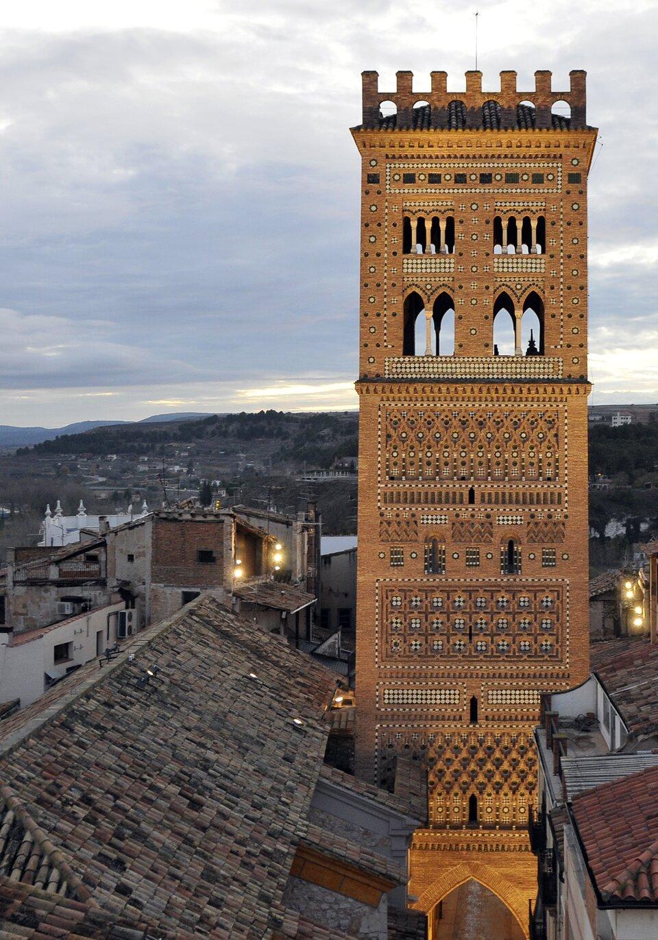 Wieża Zbawiciela wTeruel Źródło: Wieża Zbawiciela wTeruel, licencja: CC BY-SA 3.0.