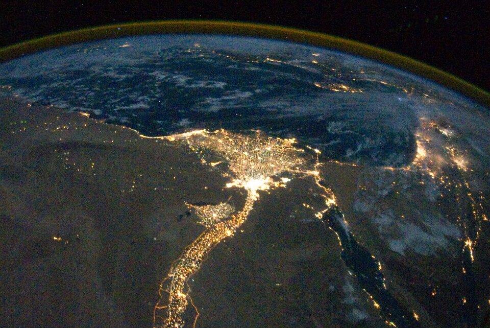 Nocne zdjęcie Egiptu zrobione zMiędzynarodowej Stacji Kosmicznej Nocne zdjęcie Egiptu zrobione zMiędzynarodowej Stacji Kosmicznej Źródło: domena publiczna.