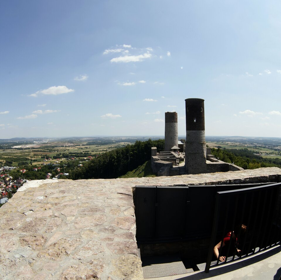Wirtuyalna wycieczka po zamku wChęcinach