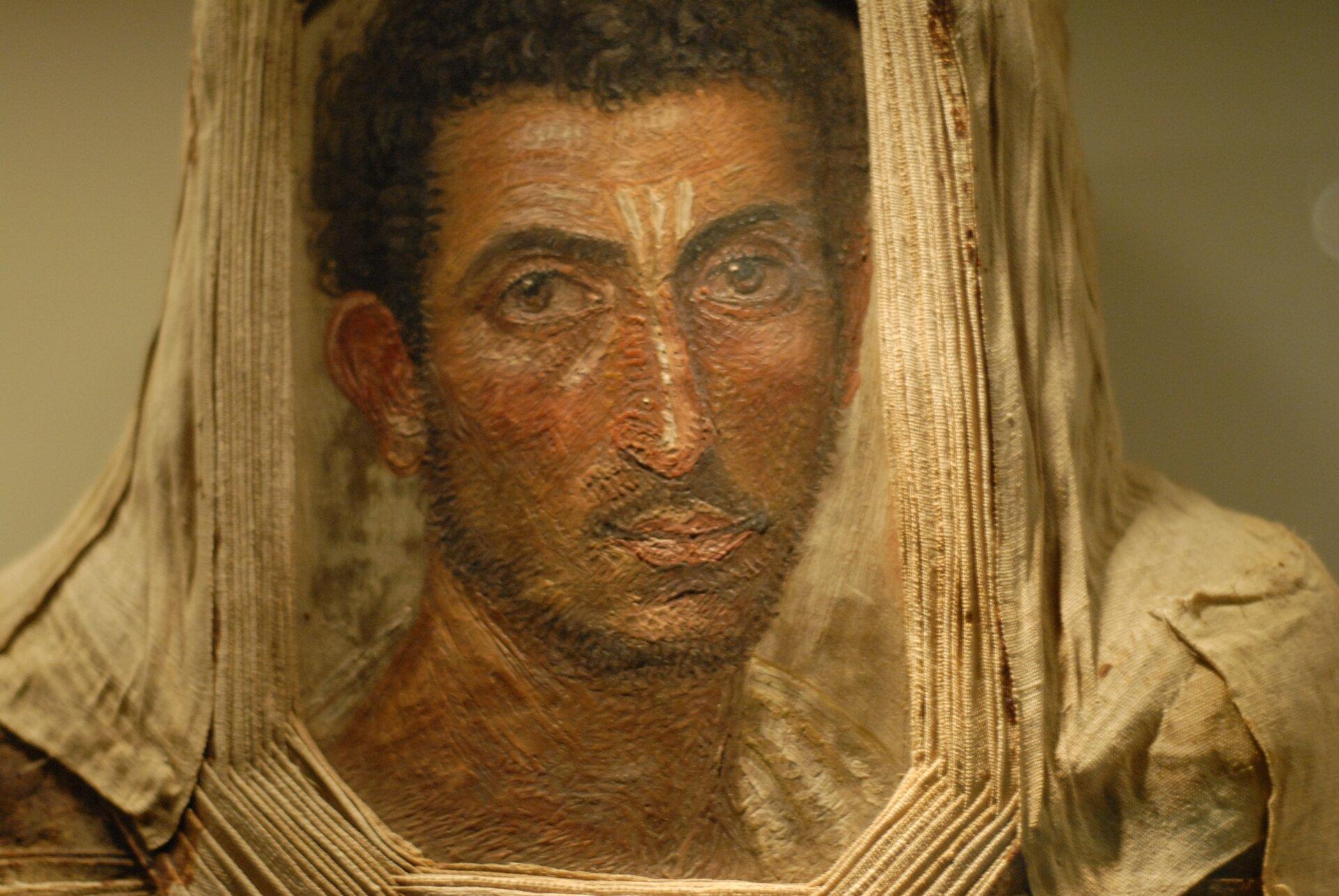 Portret mumiowyznaleziony wmieście Hawara woazie Fajum Portret mumiowyznaleziony wmieście Hawara woazie Fajum Źródło: Twospoonfuls, domena publiczna.