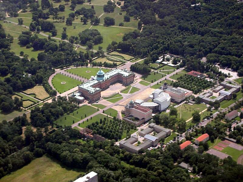 Pałac letni (nowy pałac) wPoczdamie Pałac letni (nowy pałac) wPoczdamie Źródło: Brian Wfrom Pearl River, NY, USA, Wikimedia Commons, licencja: CC BY-SA 2.0.