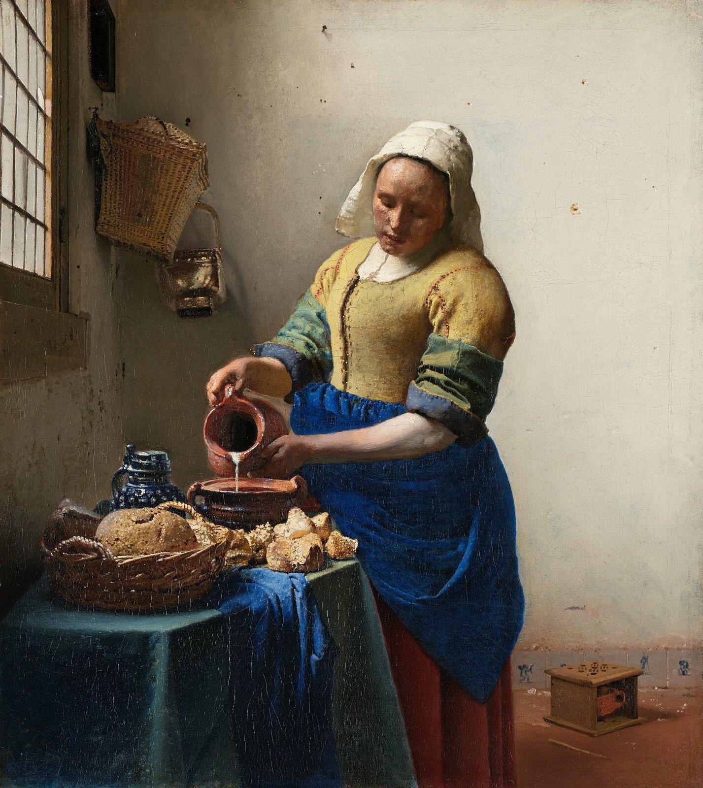 """Ilustracja ukazuje obraz Johannesa Vermeera pt. """"Mleczarka"""", przedstawia on służącą, znajdującą się wpomieszczeniu, wpobliżu okna. Dziewczyna, znajdująca się wcentralnej części płótna, skupiona jest na wykonywanej czynności: przelewaniu mleka zdzbana do garnka, stojącego na stole. Służąca ma na sobie żółto-niebieską suknię ibiałą chustę. Wzrok ma spuszczony wdół. Na stole przykrytym zielonym obrusem, za którym stoi, znajduje się także koszyk zchlebem, pieczywo, dzban iniebieska tkanina. Na ścianie wtle zawieszony jest kosz imetalowe naczynie, ana podłodze po jej lewej stronie stoi ogrzewacz do stóp."""