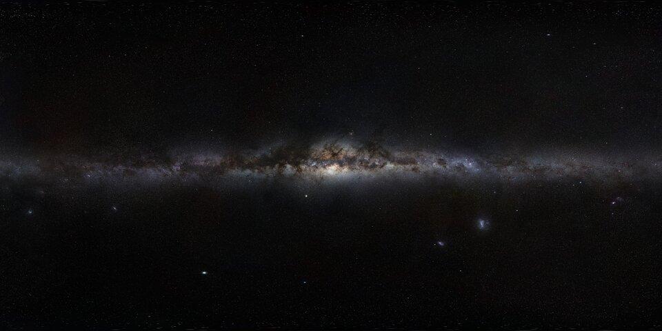 Zdjęcie przedstawia Drogę Mleczną – galaktykę – widzianą na niebie.