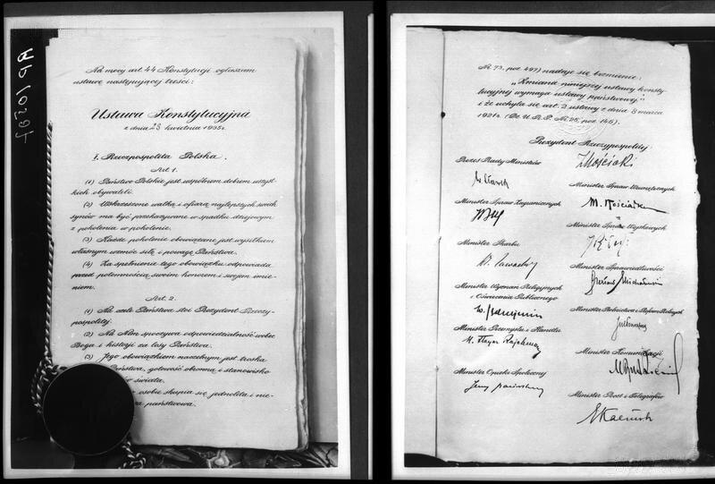 Konstytucja kwietniowa zpodpisem prezydenta iczłonków rządu Źródło: Konstytucja kwietniowa zpodpisem prezydenta iczłonków rządu, Narodowe Archiwum Cyfrowe, domena publiczna.