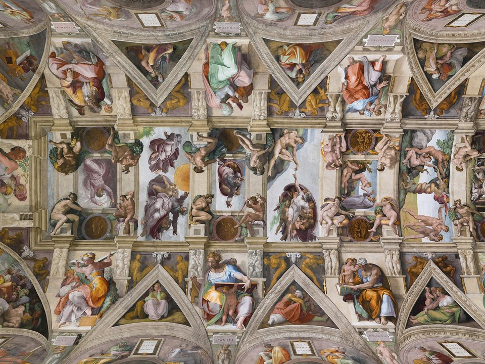 Sklepienie Kaplicy Sykstyńskiej Źródło: Aaron Logan, Sklepienie Kaplicy Sykstyńskiej, 2003, fotografia, Kaplica Sykstyńska, licencja: CC BY 2.5.