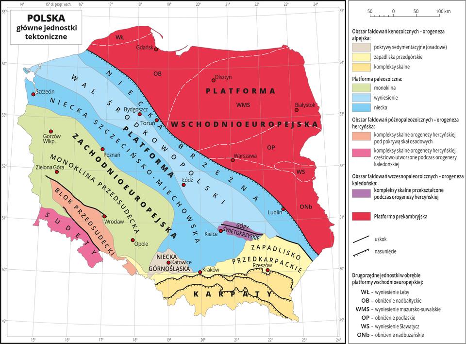 Ilustracja przedstawia mapę Polski . Na mapie kolorami zaznaczono główne jednostki tektoniczne, aliniami – uskoki inasunięcia. Jednostki tektoniczne układają się pasami przebiegającymi zpółnocnego wschodu na południowy zachód. Wyjątkiem są Karpaty iZapadlisko Przedkarpackie, które przebiegają równoleżnikowo. Największą część obszaru Polski pokrywa kolor czerwony – platforma prekambryjska na północnym wschodzie. Dalej jest platforma zachodnioeuropejska, blok przedsudecki iSudety. Na mapie opisano nazwy głównych jednostek tektonicznych idrugorzędnych jednostek wobrębie platformy wschodnioeuropejskiej (obniżenia iwyniesienia). Czerwonymi kropkami zaznaczono miasta wojewódzkie iopisano je. Dookoła mapy wbiałej ramce opisano współrzędne geograficzne co jeden stopień. Po prawej stronie mapy wlegendzie umieszczono wpionie dwanaście kolorowych prostokątów, które opisano nazwami głównych jednostek tektonicznych.