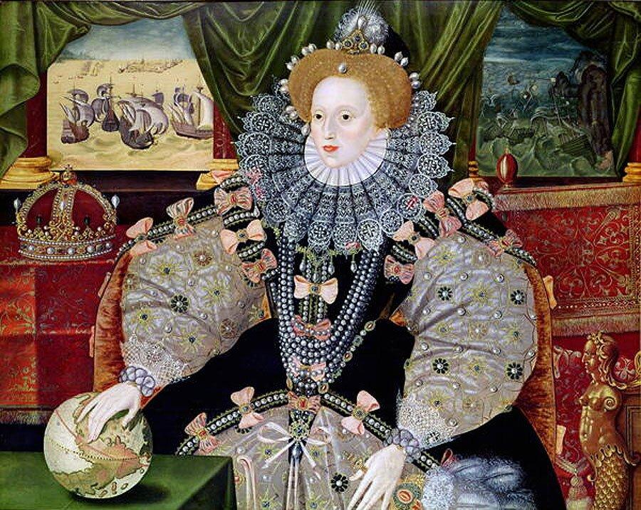 Portret zarmadą. Tzw. Portret zarmadą.Elżbieta wstroju koronacyjnym. Wtle widać armadę hiszpańską ijej zagładę. Autorem był malarz angielski George Gower (1540-1596). Źródło: George Gower, Portret zarmadą., ok. 1588, olej na drewnie, domena publiczna.