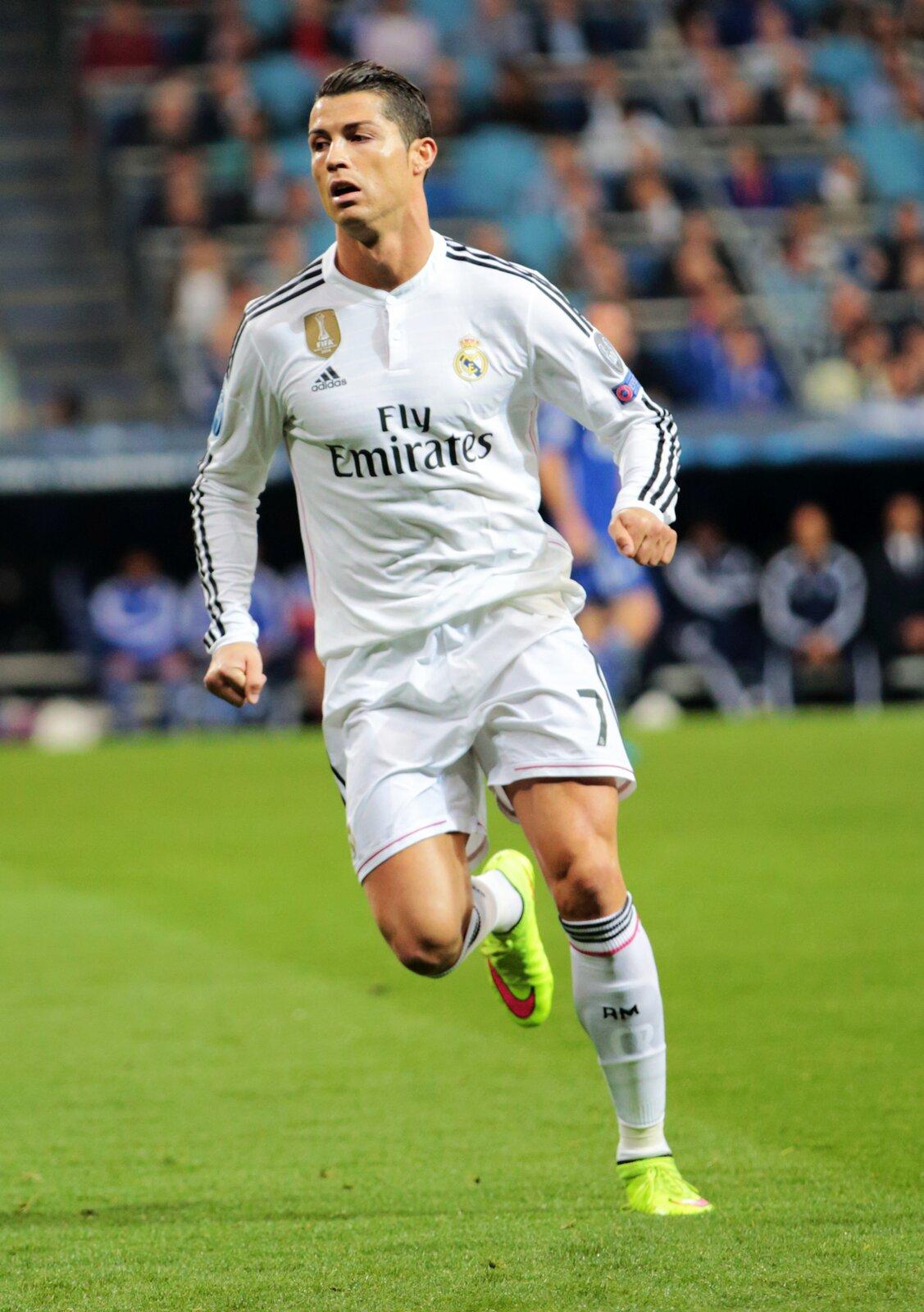 Piłkarz Cristiano Ronaldo Piłkarz Cristiano Ronaldo Źródło: Chris Deahr, 2012, fotografia, licencja: CC BY 2.0.
