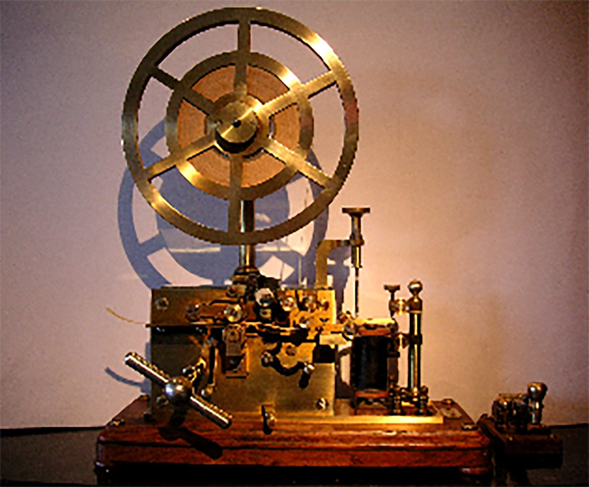 Slajd 1 galerii fotografii: Wynalazki wtelekomunikacji