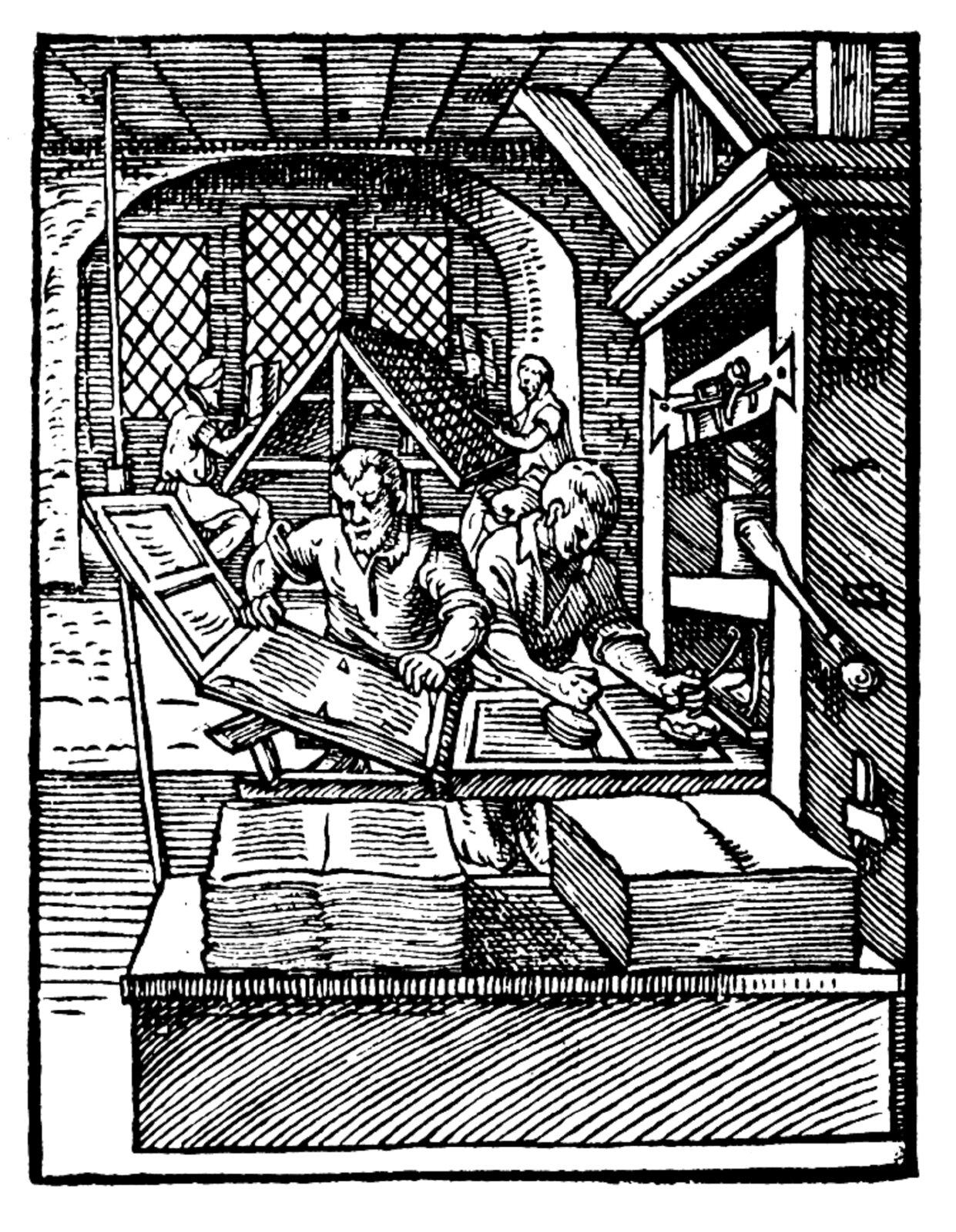 Czarno-biały drzeworyt nieznanego autora przedstawia widok na pracę wdrukarni. Na ilustracji znajduje się grupa osób, pracująca przy prasie drukarskiej – jeden zmężczyzn ręcznie nanosi czcionki na karty, druga osoba je przegląda iodkłada na stos gotowych kart.  Woddali widoczne są dwie osoby, które pracują nad kartami na wysokich pulpitach.