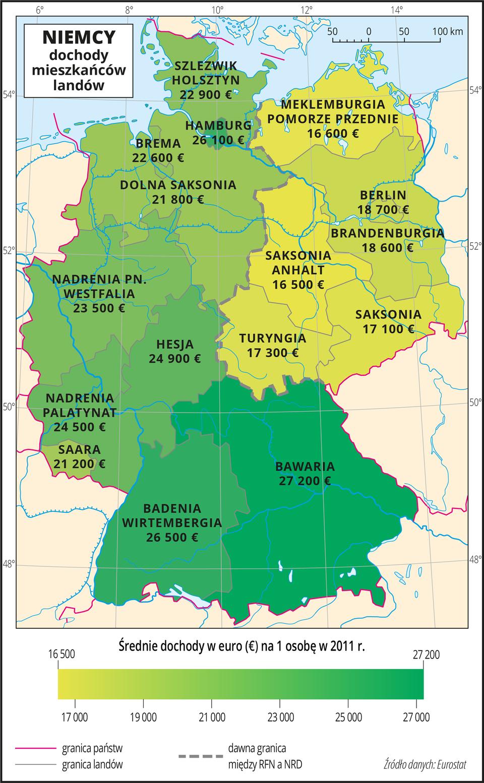 Ilustracja przedstawia mapę Niemiec zpodziałem na landy. Wody zaznaczono kolorem niebieskim. Na mapie przedstawiono granice państw ilandów oraz dawną granicę między RFN aNRD.Na mapie za pomocą kolorów (odcienie koloru zielonego) przedstawiono średnie dochody weuro na jedną osobę wdwa tysiące jedenastym roku. Opisano nazwy landów ikwoty weuro. Kolor ciemnozielony występuje na południu izachodzie(najciemniejszym kolorem oznaczono Bawarię iHamburg), kolory jaśniejsze występują na północnym- wschodzie, rozdziela je wyraźnie linia obrazująca dawną granicę między RFN aNRD. Mapa pokryta jest równoleżnikami ipołudnikami. Dookoła mapy wbiałej ramce opisano współrzędne geograficzne co dwa stopnie.Na dole mapy wlegendzie wyjaśniono znaki użyte na mapie – granice oraz opisano zielony pasek wpostaci gradientu od szesnastu ipół tysiąca euro na jedną osobę (najjaśniejszy) do dwudziestu siedmiu tysięcy dwustu euro na osobę (kolor ciemnozielony).