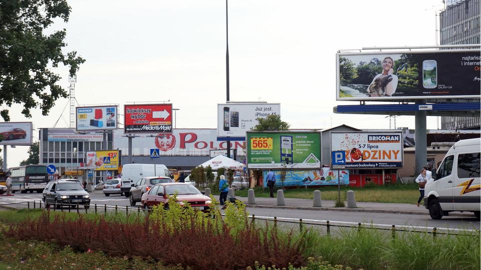 Reklamy szpecą miasta Reklamy szpecą miasta Źródło: domena publiczna.