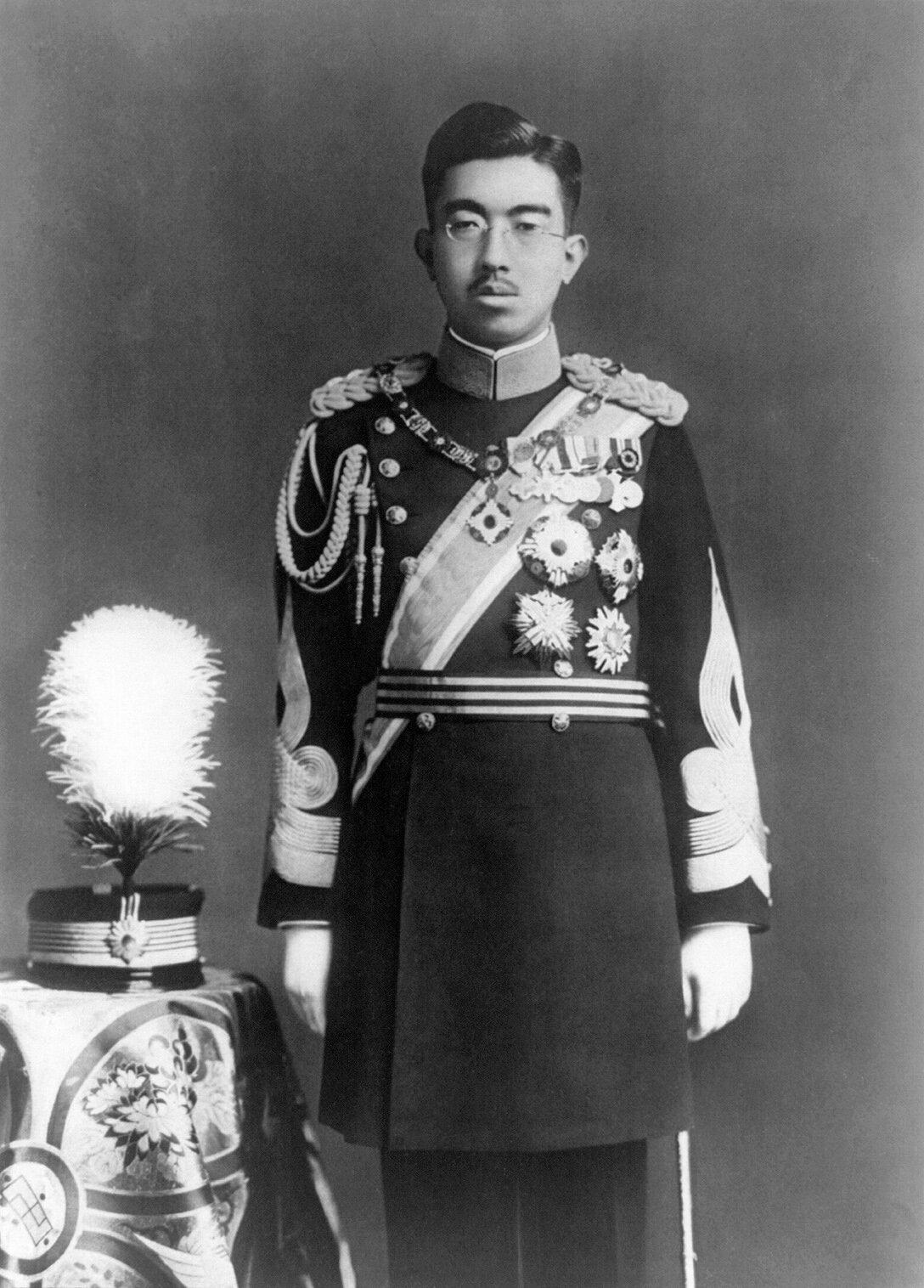 Cesarz JaponiiHirohito Cesarz JaponiiHirohito Źródło: domena publiczna.