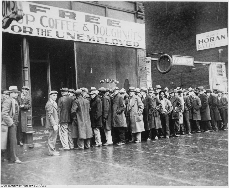 Jadłodajnia dla bezrobotnych (otwarta przez AL. Capone) Źródło: Jadłodajnia dla bezrobotnych (otwarta przez AL. Capone), Fotografia, Archiwum Narodowe USA, domena publiczna.