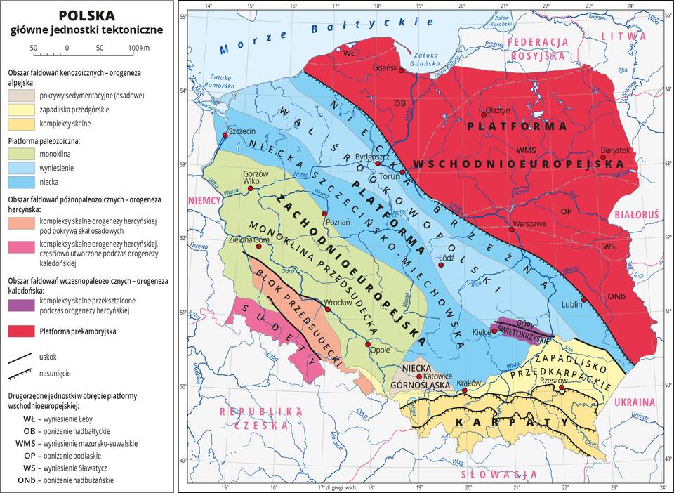 Ilustracja przedstawia mapę Polski. Na mapie kolorami zaznaczono główne jednostki tektoniczne, aliniami – uskoki inasunięcia. Jednostki tektoniczne układają się pasami przebiegającymi zpółnocnego wschodu na południowy zachód. Wyjątkiem są Karpaty iZapadlisko Przedkarpackie, które przebiegają równoleżnikowo. Największą część obszaru Polski pokrywa kolor czerwony – platforma prekambryjska na północnym wschodzie. Dalej jest platforma zachodnioeuropejska, blok przedsudecki iSudety. Na mapie opisano nazwy głównych jednostek tektonicznych idrugorzędnych jednostek wobrębie platformy wschodnioeuropejskiej (obniżenia iwyniesienia). Czerwonymi kropkami zaznaczono miasta wojewódzkie iopisano je. Opisano rzeki. Opisano nazwy państw sąsiadujących. Dookoła mapy wbiałej ramce opisano współrzędne geograficzne co jeden stopień. Po lewej stronie mapy wlegendzie umieszczono wpionie dwanaście kolorowych prostokątów, które opisano nazwami głównych jednostek tektonicznych.
