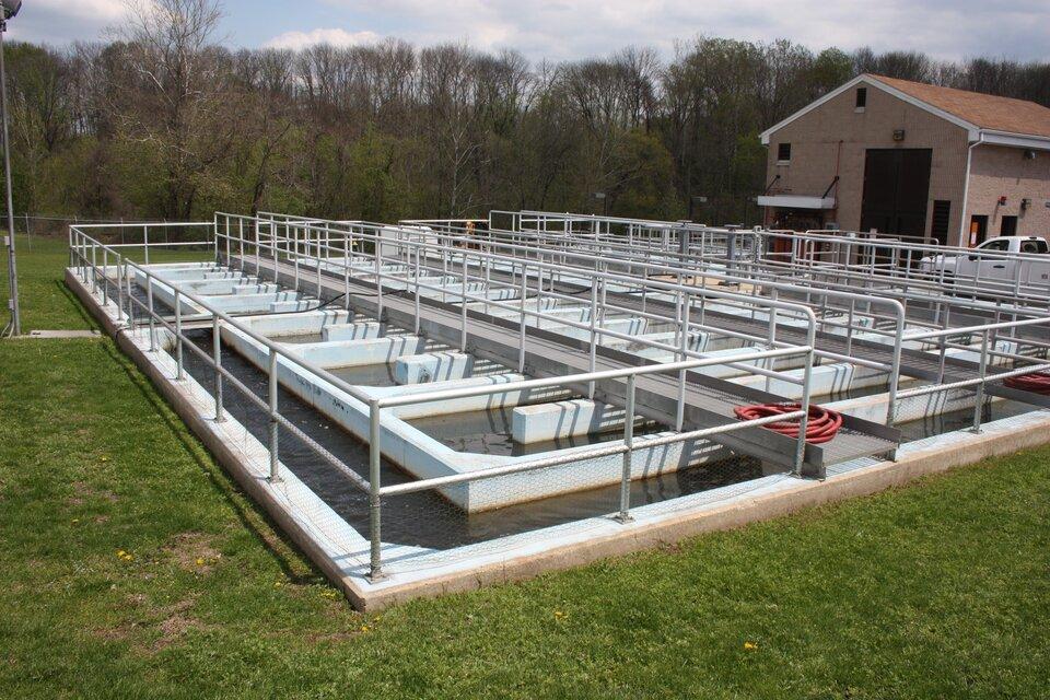 Najpopularniejszym sposobem usuwania fosforu ze ścieków przed ich odprowadzaniem do rzek jest biologiczne oczyszczanie, które odbywa się wbioreaktorach