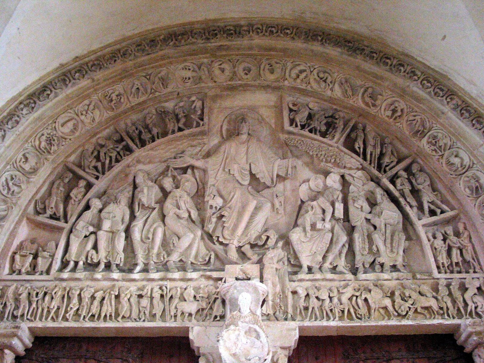 Tympanon zkościoła wVazley Źródło: Jean-Pol GRANDMONT Grandmont, Tympanon zkościoła wVazley, licencja: CC BY-SA 3.0.