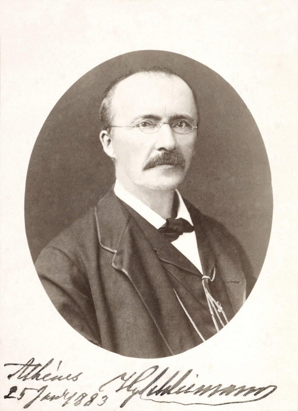 Heinrich Schliemann Heinrich Schliemann Źródło: ok. 1883, zdjęcie czarno-białe, Biblioteka Narodowa, Francja, domena publiczna.
