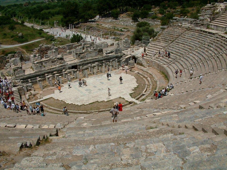 Starożytny amfiteatr wEfezie, wdzisiejszej Turcji Starożytny amfiteatr wEfezie, wdzisiejszej Turcji Źródło: Radomil, licencja: CC BY-SA 3.0.