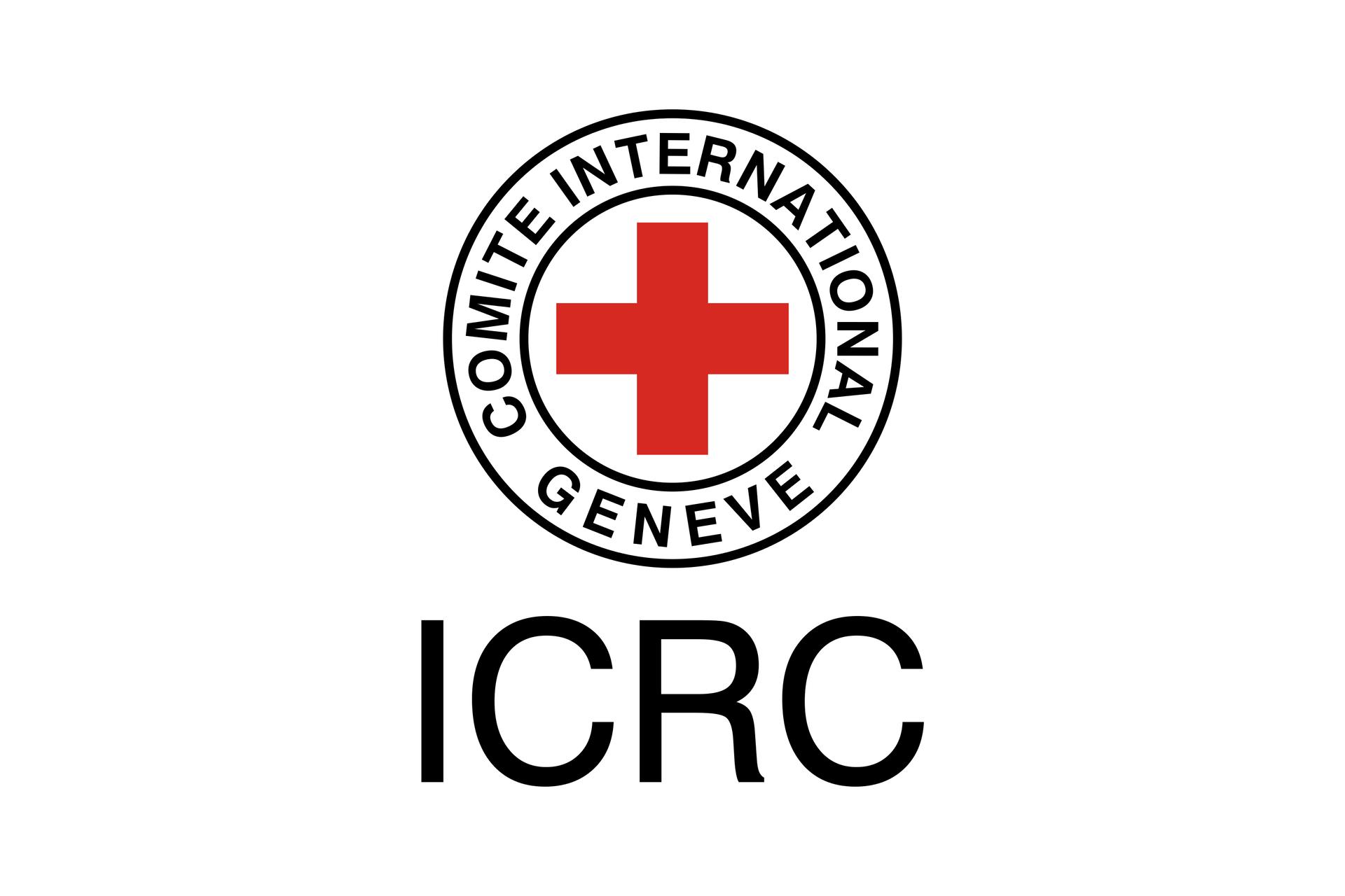 Ilustracja przedstawia logo czerwonego krzyża. Dwa czarne okręgi na białym tle. Pomiędzy okręgiem zewnętrznym iwewnętrznym czarny napis: GENEVE COMITE INTERNATIONAL. Wewnątrz okręgów znak czerwonego krzyża. Poniżej skrót ICRC.