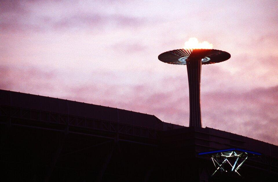 Znicz olimpijski – ceremonia otwarcia igrzysk olimpijskich wSydney w2000 roku Znicz olimpijski – ceremonia otwarcia igrzysk olimpijskich wSydney w2000 roku Źródło: domena publiczna.