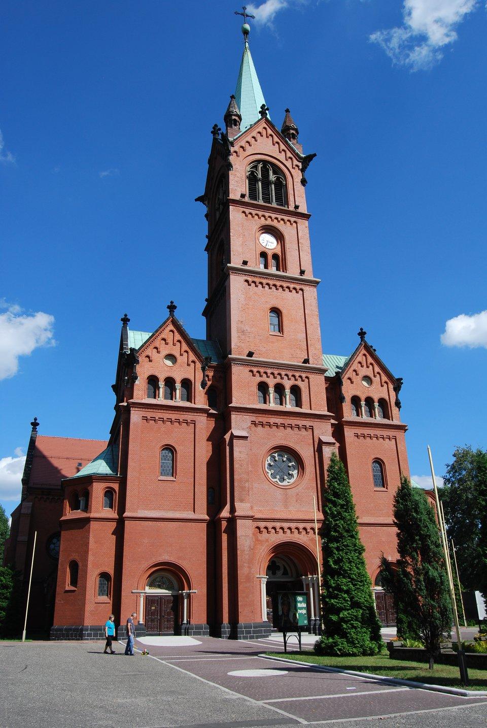 Neoromański kościół św. Anny, wzniesiony 1897-1900 Źródło: KristofferS, Neoromański kościół św. Anny, wzniesiony 1897-1900, 2012, licencja: CC BY-SA 3.0.